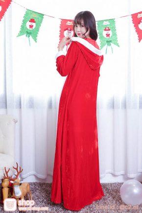 ชุดคริสมาสน่ารักๆในลุคสาวแซนตี้สีแดงมาพร้อมเสื้อคลุมแบบยาวมีฮู้ดเก๋ๆ