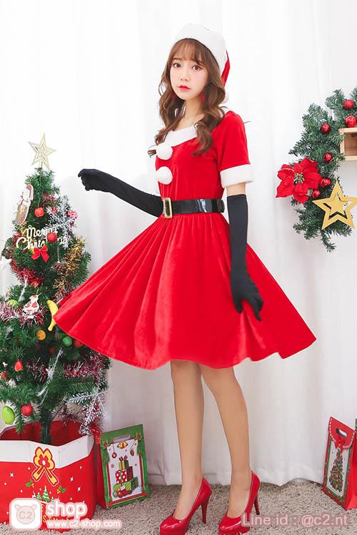 ชุดซานตี้น่ารักเรียบร้อยแต่มาพร้อมความสวยเก๋และพร็อพแบบจัดเต็ม