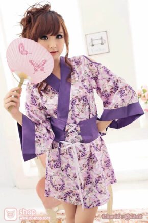 ชุดกิโมโนสั้นสีสันสดใสจ้าเนื้อผ้าซาตินมาในโทนสีม่วงลายดอก